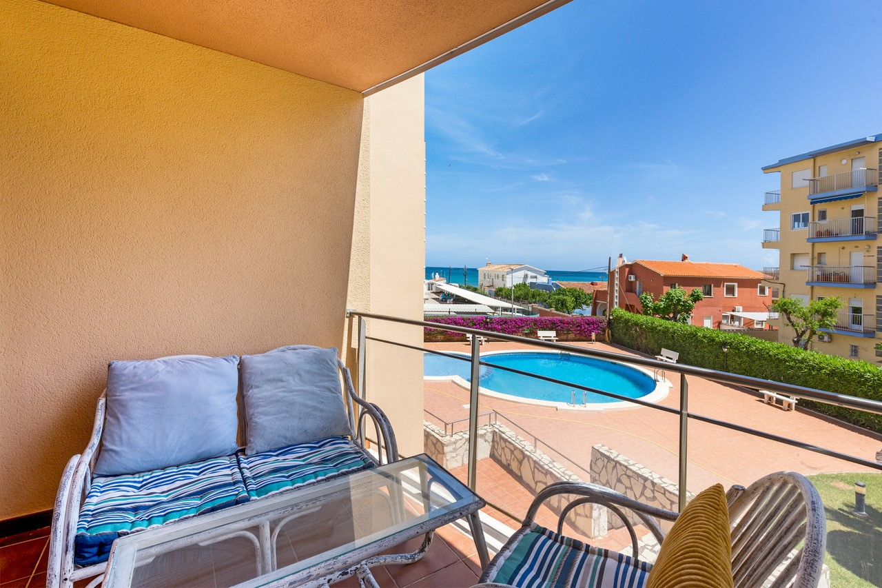 AP3216 Zurich Les Marines, Wonderful and cheerful apartment  with communal pool in Denia, on the Costa Blanca, Spain for 6 persons.....