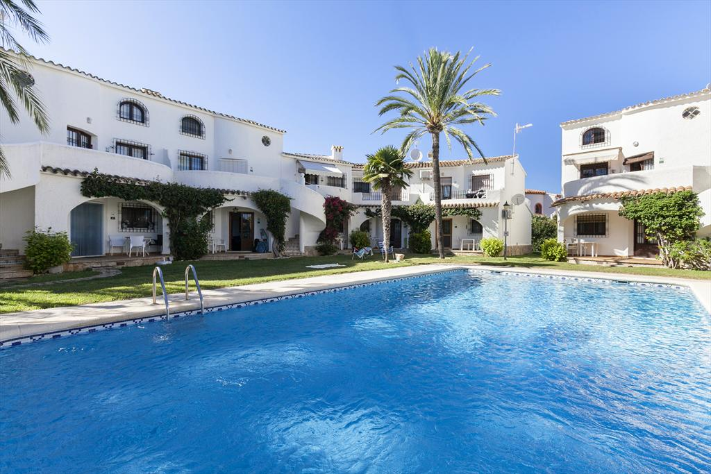 Oasis Park 1, Beautiful and cheerful apartment in Denia, on the Costa Blanca, Spain  with communal pool for 4 persons...