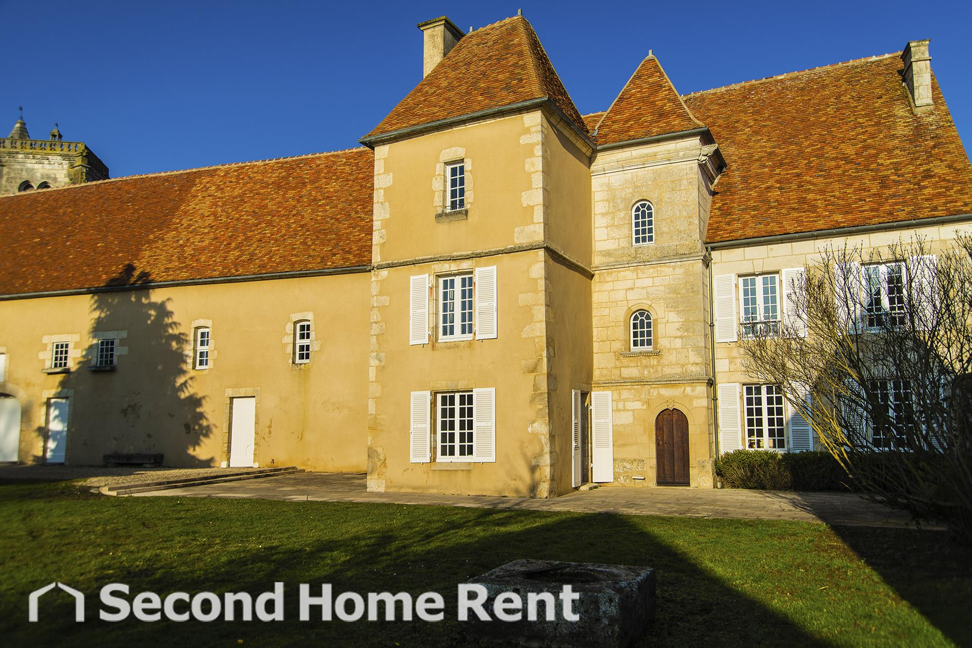Chateau de Thury short stay, Large and classic holiday house in Thury, Burgundy, France  with private pool for 15 persons.....