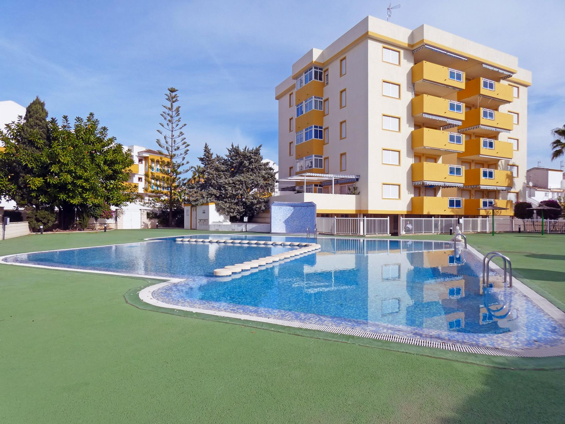 AP180 San Fernando Oliva Nova, Beautiful and cheerful apartment in Oliva, on the Costa Blanca, Spain  with communal pool for 6 persons.....