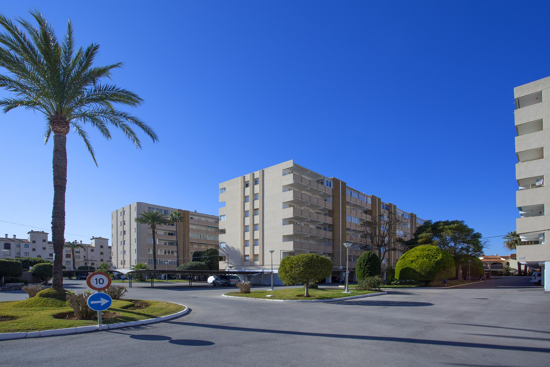 Apartamento Urbatenis II, Lovely holiday apartment for 6 persons located at walking distance from the Arenal sandy beach with boulevard in Javea......