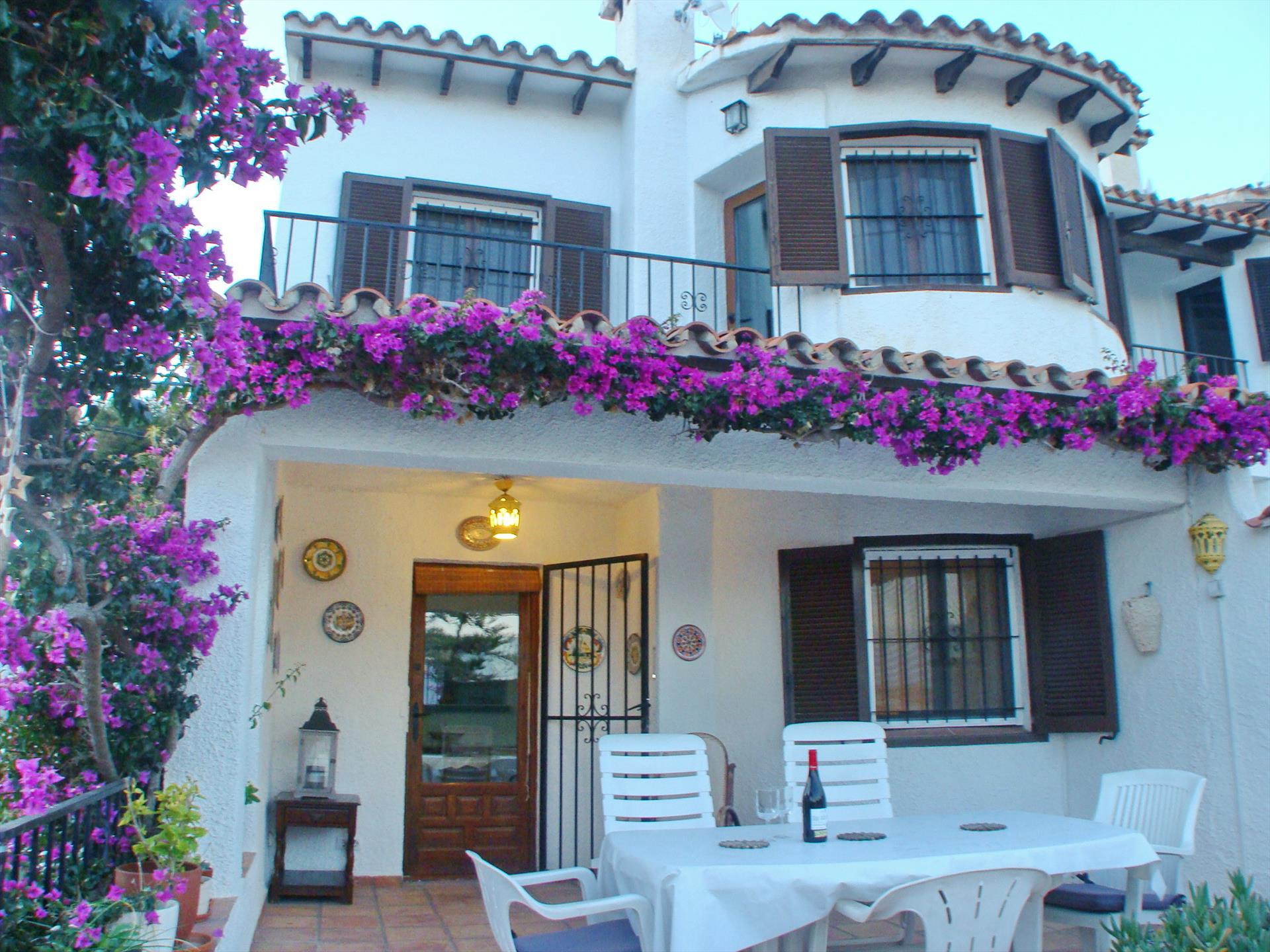 Casa Moramar, Wonderful and comfortable holiday home in Moraira, on the Costa Blanca, Spain  with communal pool for 5 persons.....