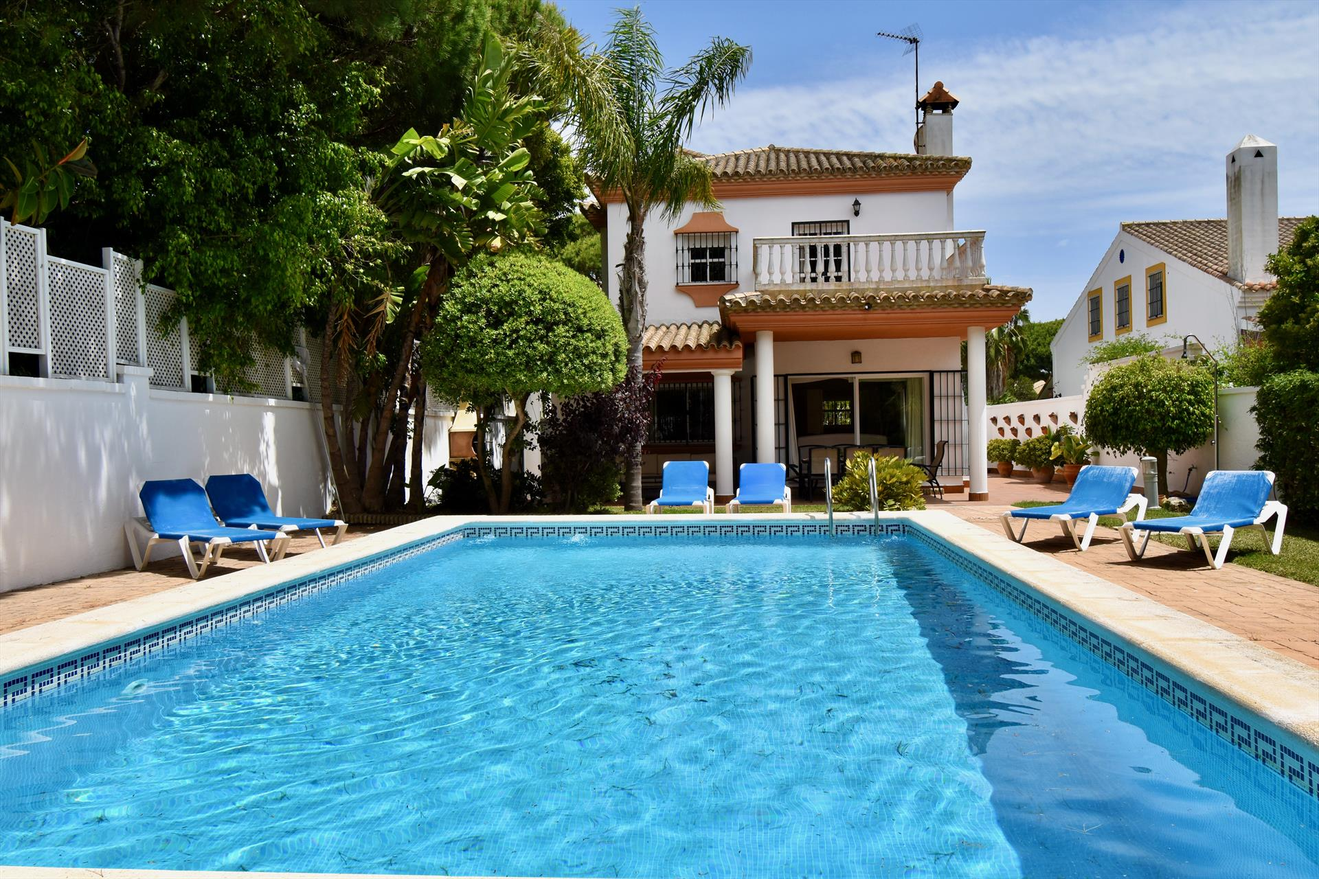 Charo, Classic and comfortable villa  with private pool in Chiclana de la Frontera, Andalusia, Spain for 8 persons.....