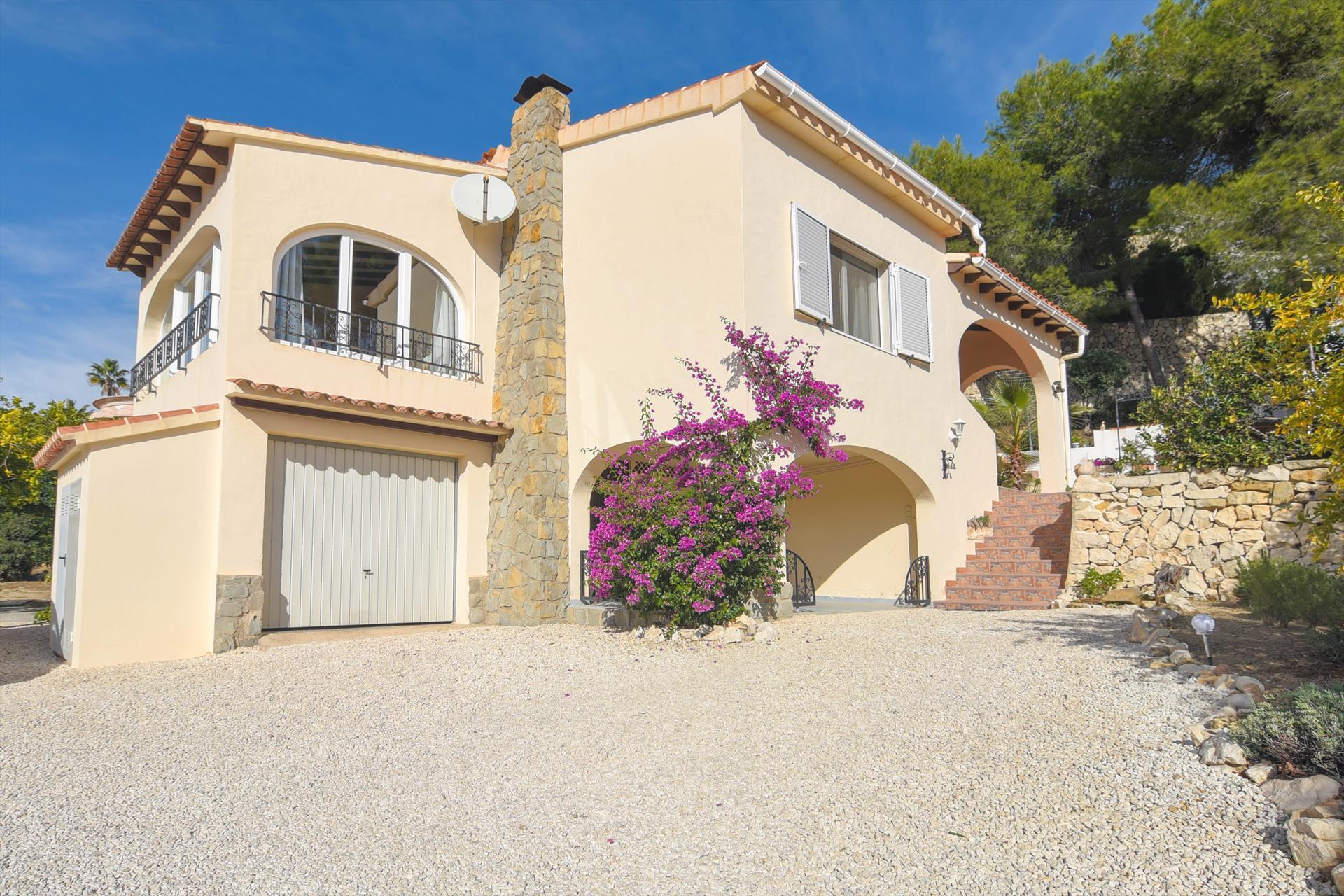 Villa romantica,Mooie en comfortabele villa  met privé zwembad in Benissa, aan de Costa Blanca, Spanje voor 4 personen...