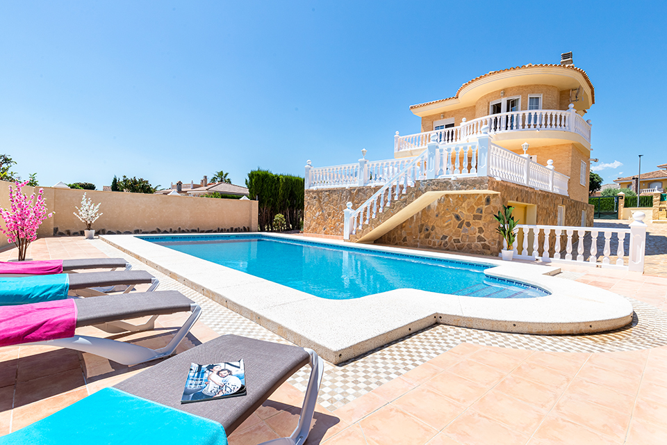 Alfaz Family Sky, Classic and comfortable holiday home  with private pool in Alfaz Del Pi, on the Costa Blanca, Spain for 9 persons.....