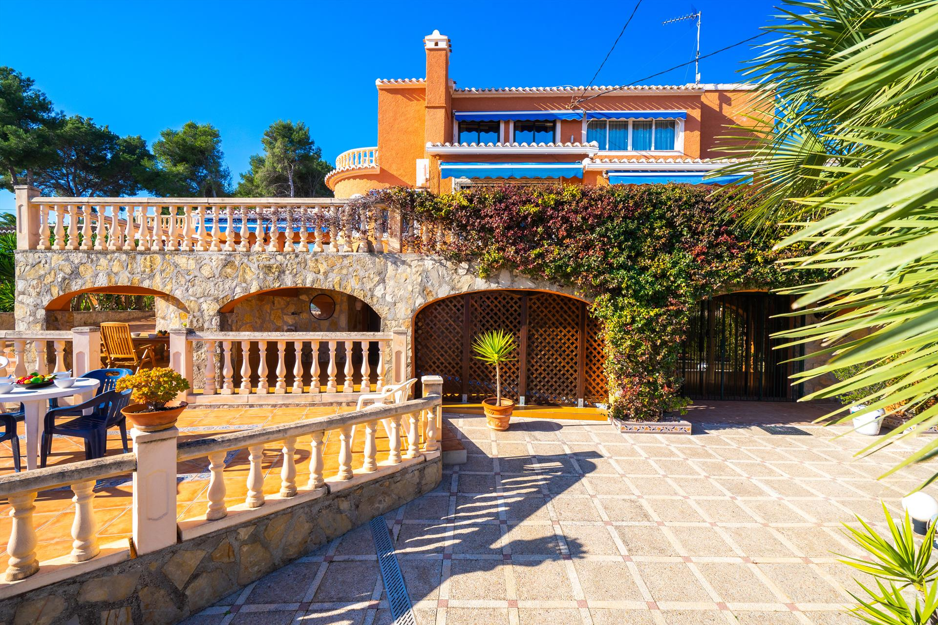 Curro 10 pax,Large and nice villa in Javea, on the Costa Blanca, Spain  with private pool for 10 persons...