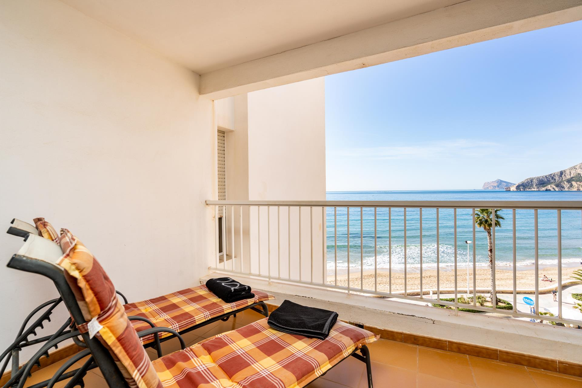 Capri, Wonderful and cheerful apartment in Calpe, on the Costa Blanca, Spain for 4 persons.....