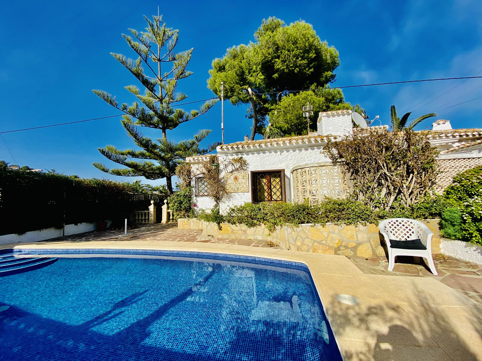 Villa Ginjoler, Beautiful and cheerful villa  with private pool in Javea, on the Costa Blanca, Spain for 6 persons.....
