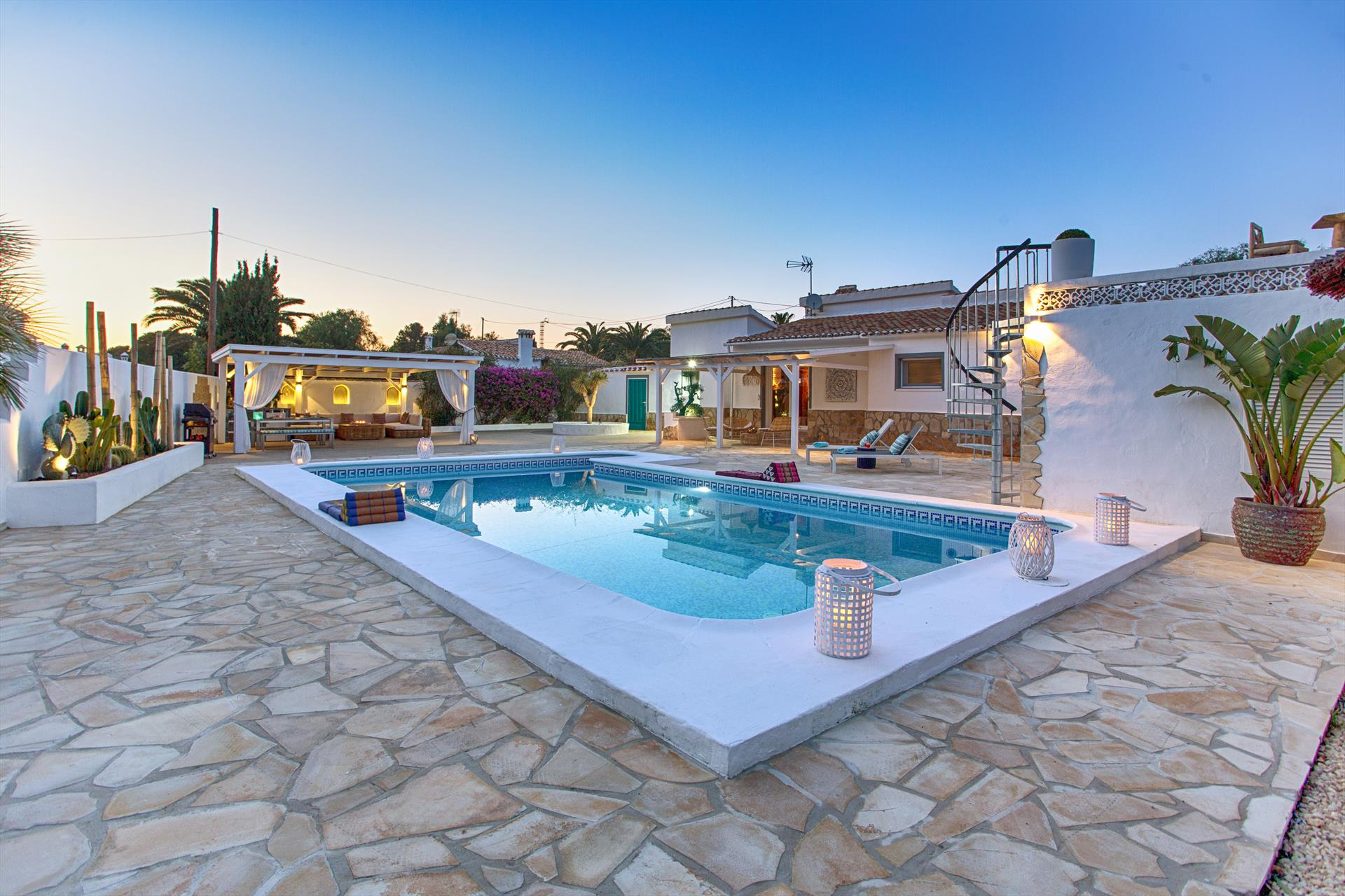 Casa Blanca Denia, Lovely and luxury villa in Denia, on the Costa Blanca, Spain  with private pool for 4 persons...