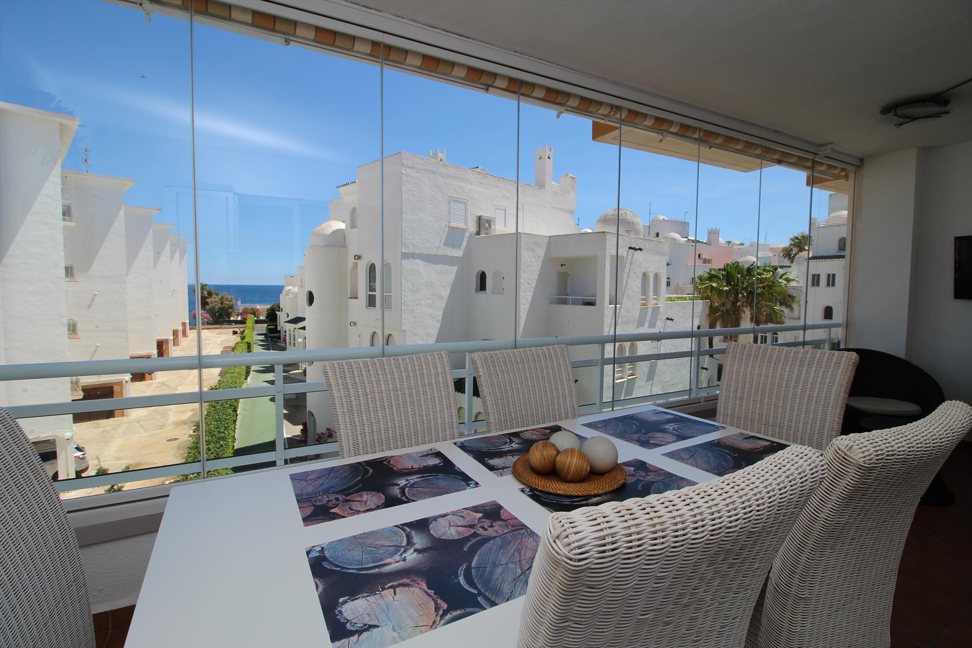 Apartamento Esmirna LT, Lovely holiday apartment for 5 persons in a beautiful complex at walking distance from the Arenal beach in Javea.This tastefully.....