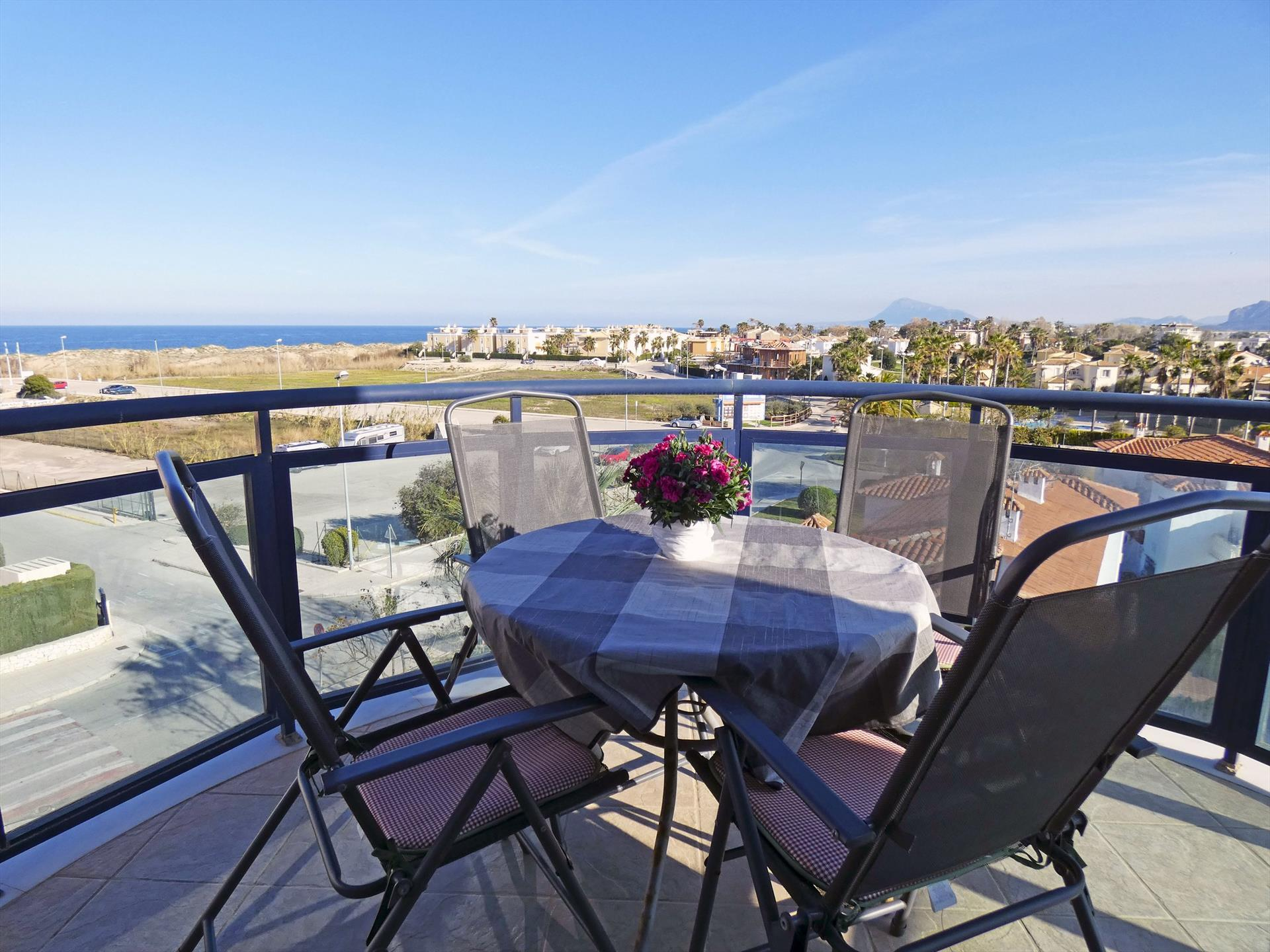 AT640 Dalí Playa Oliva Nova, Modern and nice holiday house in Oliva, on the Costa Blanca, Spain  with communal pool for 4 persons.....