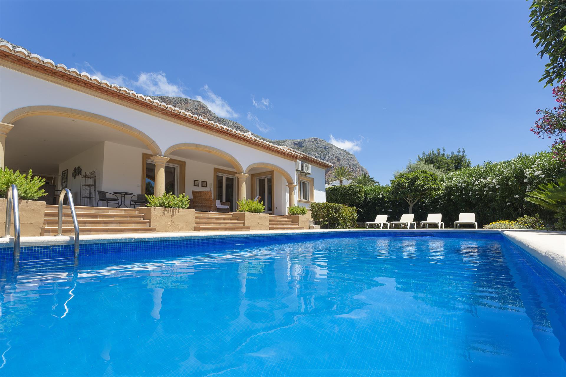 Casa Dory,Schönes Ferienhaus für 10 Personen in Jávea mit Privatpool und herrlichem Blick auf den Montgo-Berg und das.....
