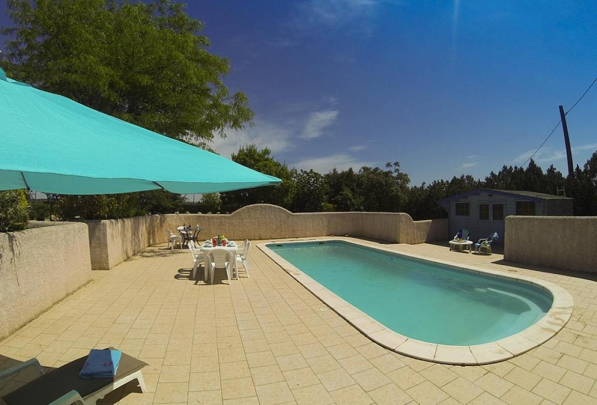 Rose retreat at domaine du pin, Lovely apartment in Beziers, Languedoc-Roussillon, France  with communal pool for 4 persons...