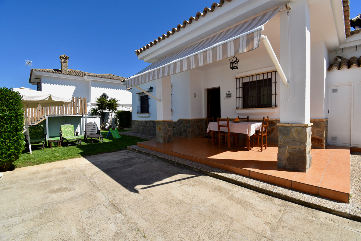 Sweet Natan, Lovely and comfortable villa  with private pool in Chiclana de la Frontera, Andalusia, Spain for 6 persons.....