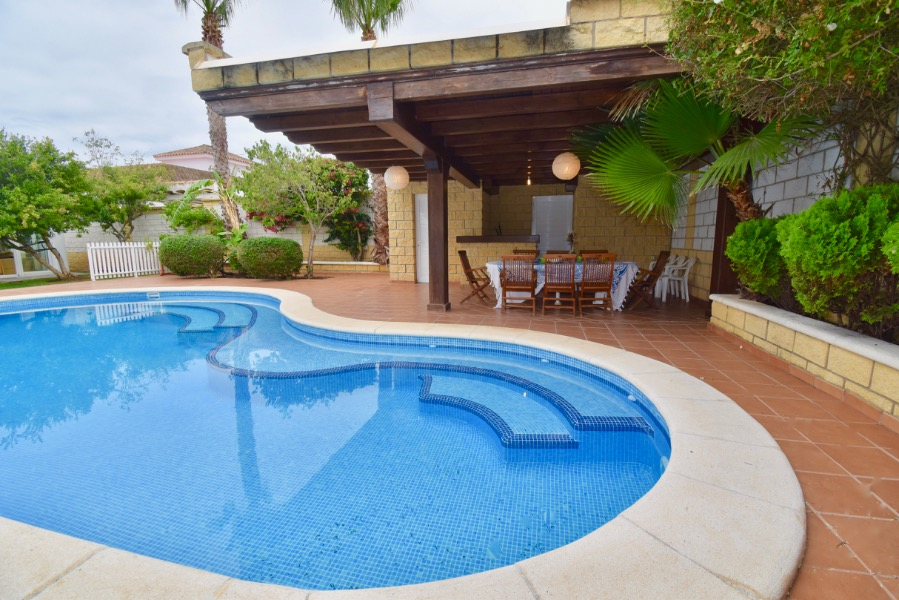 Elvi, Lovely and comfortable villa  with private pool in Chiclana de la Frontera, Andalusia, Spain for 9 persons.....