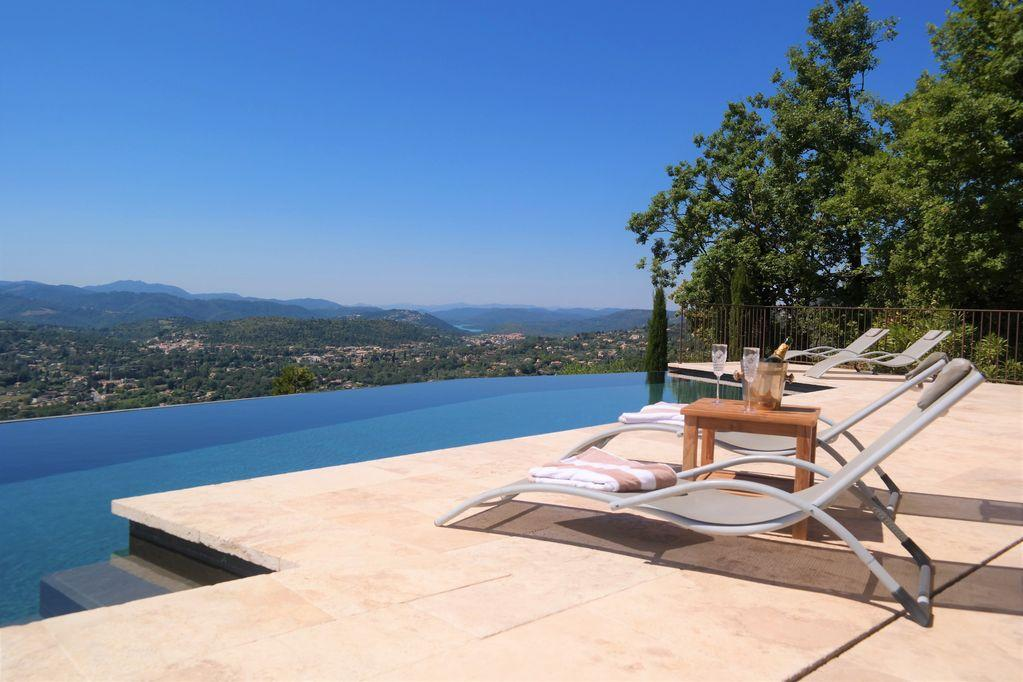 Infinity view at speracèdes, Wonderful and luxury villa  with heated pool in Spéracèdes, on the Cote d'Azur, France for 14 persons...