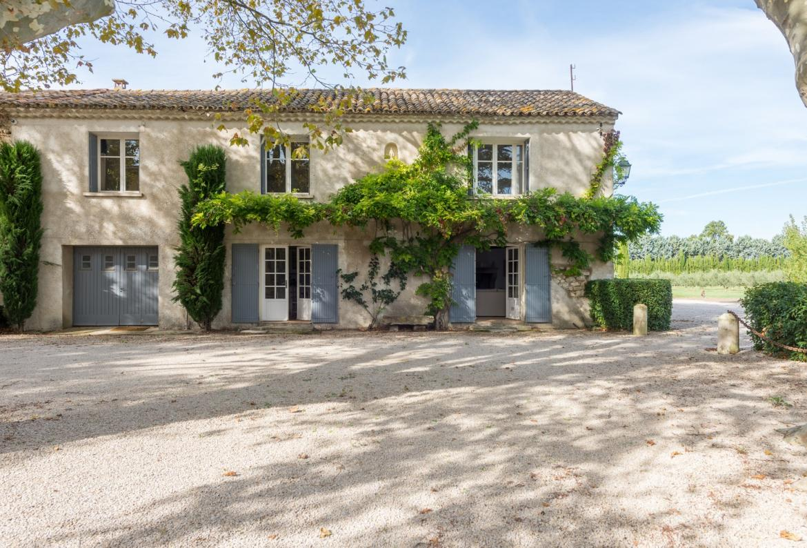 Farmhouse d'eygalières, Lovely and classic country house  with private pool in Mollèges, in the Provence, France for 8 persons...