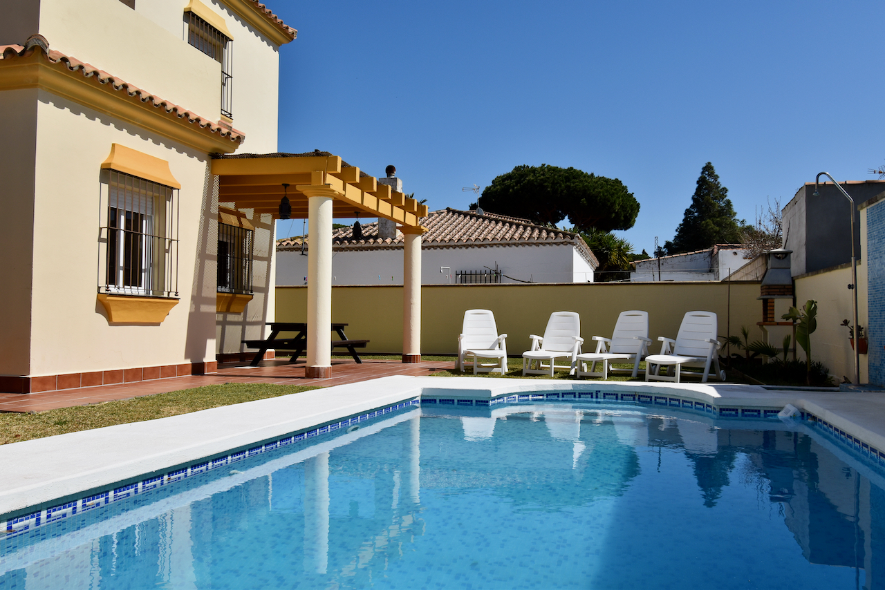 Evelyn, Lovely and classic villa  with private pool in Chiclana de la Frontera, Andalusia, Spain for 6 persons.....