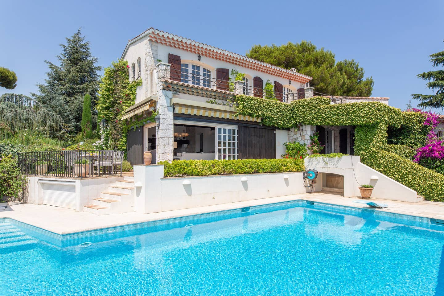 Villa eucalyptus, Villa  with heated pool in Cap d´Antibes, on the Cote d'Azur, France for 10 persons...