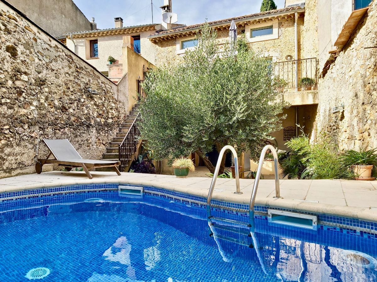 L'olivier d'autignac, Lovely and cheerful house  with private pool in Autignac, Gard, France for 8 persons...