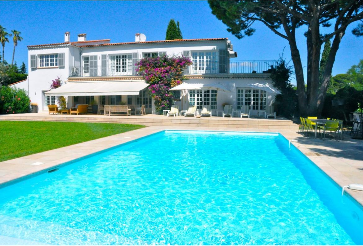 Maison des reves, Wonderful and  luxury villa  with heated pool in Cap d´Antibes, on the Cote d'Azur, France for 14 persons...