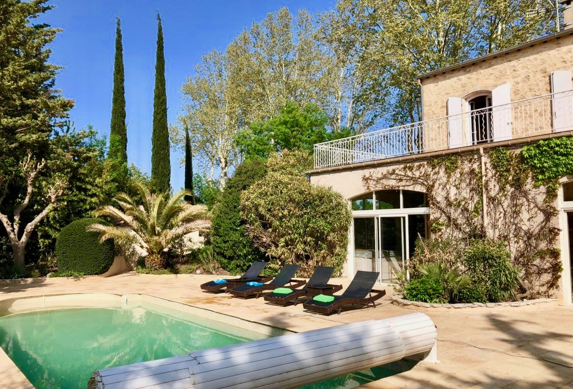 Stone villa pezenas,House  with heated pool in Pézenas, Languedoc-Roussillon, France for 12 persons...