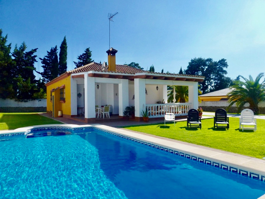 La Comuna, Lovely and comfortable villa in Chiclana de la Frontera, Andalusia, Spain  with private pool for 6 persons.....
