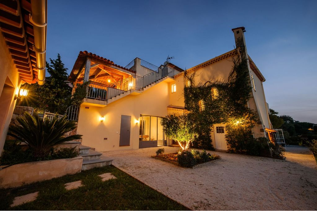 Les karias, Wonderful and luxury villa  with private pool in Cannes, on the Cote d'Azur, France for 8 persons...