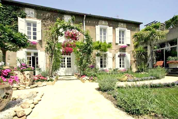 L'oustal d'olonzac,Beautiful and classic luxury villa  with heated pool in Narbonne, Languedoc-Roussillon, France for 8 persons...