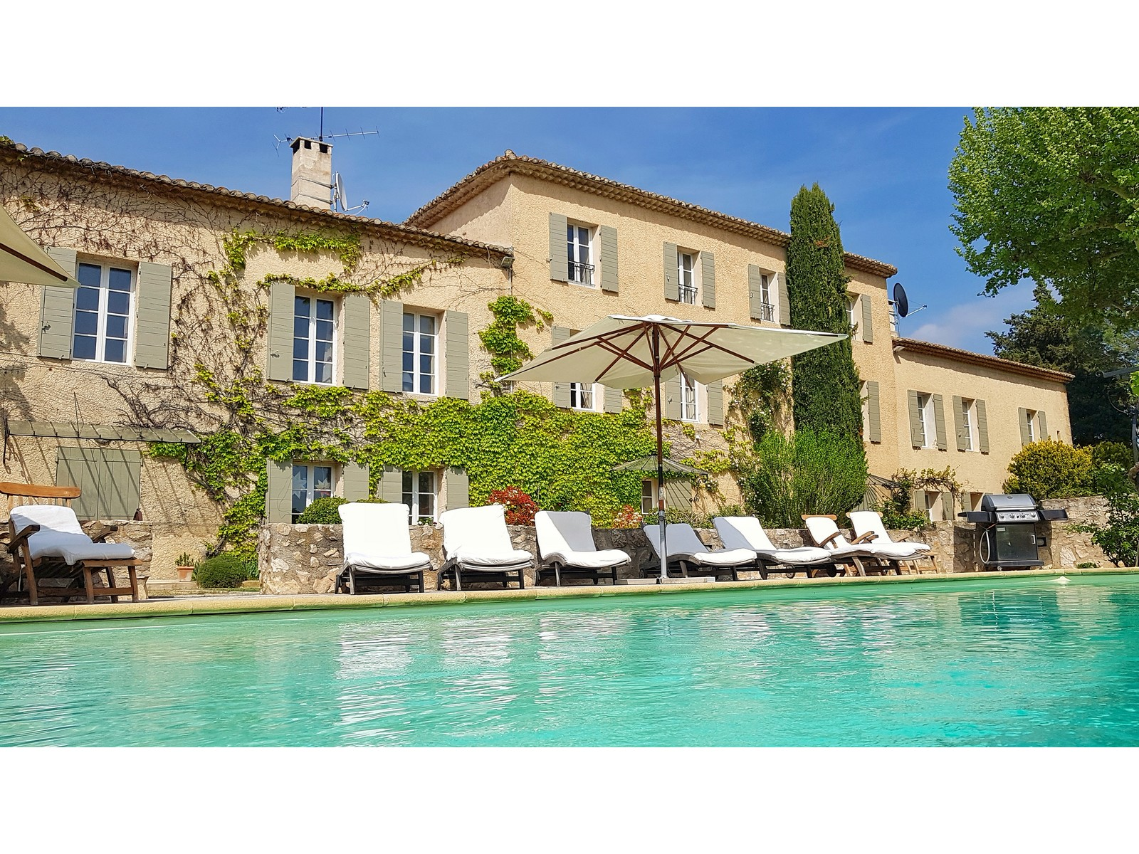 Ferme de la vallee, Classic and comfortable country house in Aix-en-Provence, in the Provence, France  with private pool for 14 persons...