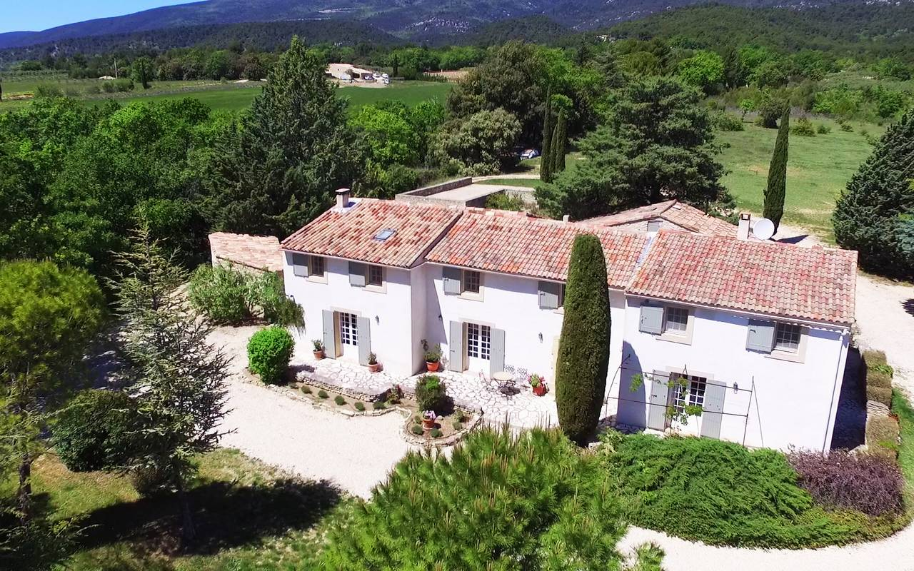 Mas de luberon, Beautiful and classic villa  with private pool in Aix-en-Provence, in the Provence, France for 12 persons...