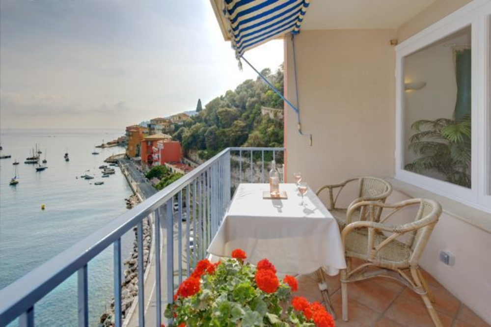 Les flots bleus, Lovely and comfortable apartment in VilleFranche Sur Mer, on the Cote d'Azur, France for 4 persons...
