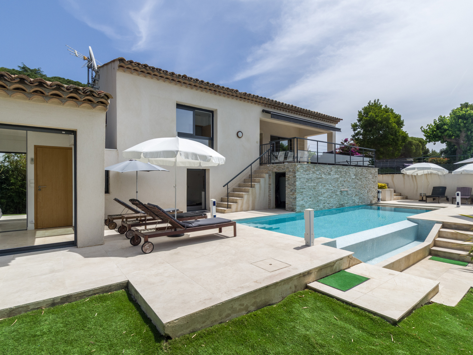 Meyer house, Modern and  luxury villa in Sainte-Maxime, on the Cote d'Azur, France  with heated pool for 8 persons...