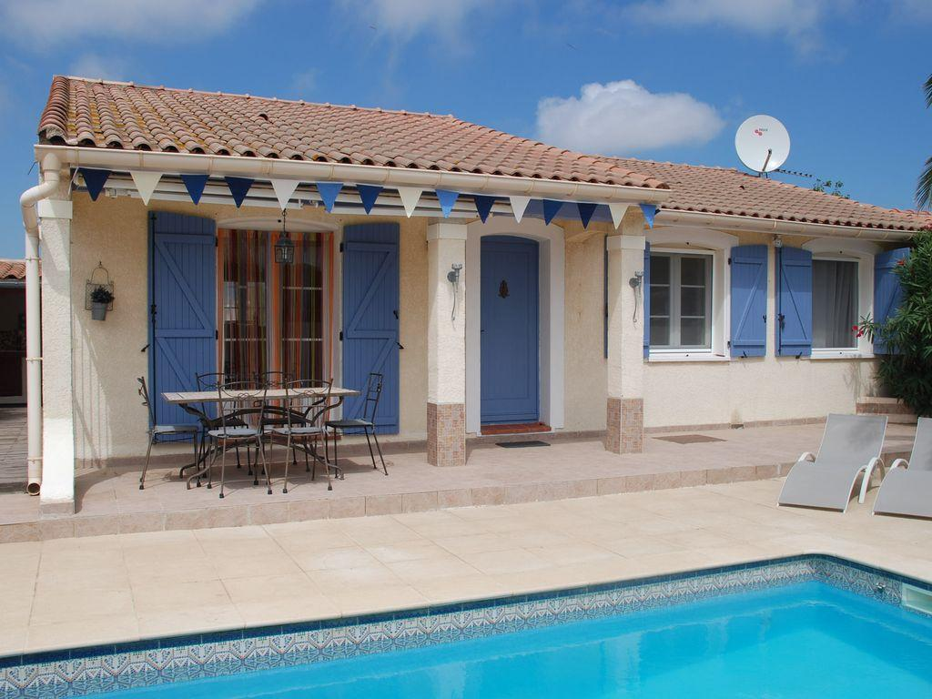 Palm villa, Lovely and cheerful villa in Sauvian, Languedoc-Roussillon, France  with private pool for 6 persons...