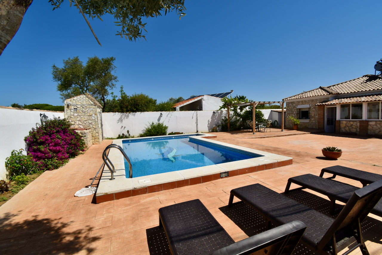 Caulina, Lovely and comfortable villa in Chiclana de la Frontera, Andalusia, Spain  with private pool for 6 persons.....