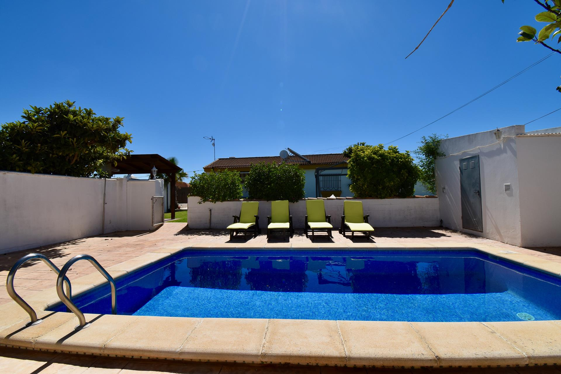 La Alberca, Rustic and cheerful villa in Chiclana de la Frontera, Andalusia, Spain  with private pool for 10 persons.....