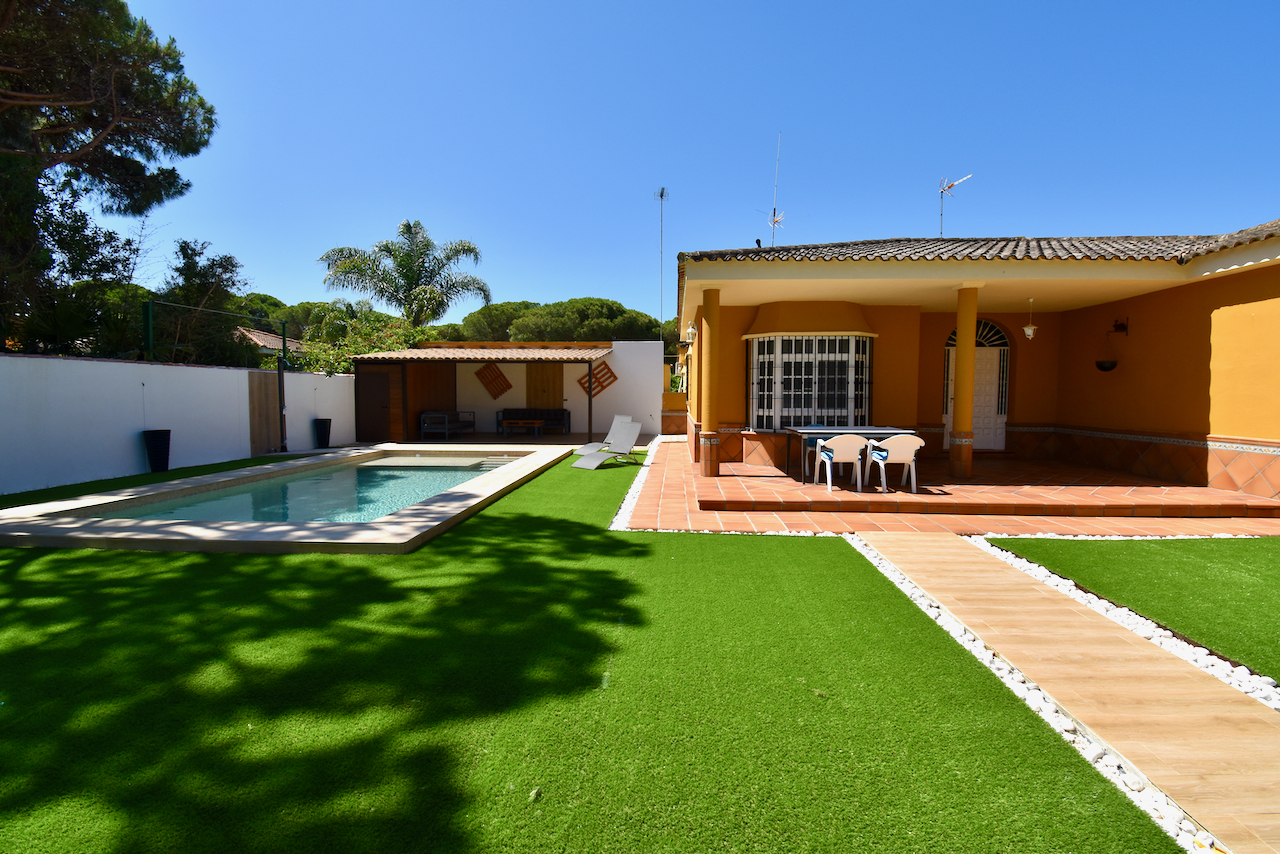 Rosalia, Classic and comfortable villa  with private pool in Chiclana de la Frontera, Andalusia, Spain for 6 persons.....