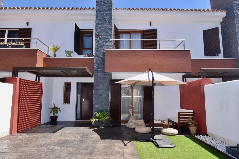 Julieta,Casa moderna y confortable en Chiclana de la Frontera, Andalucía, España para 8 personas.....