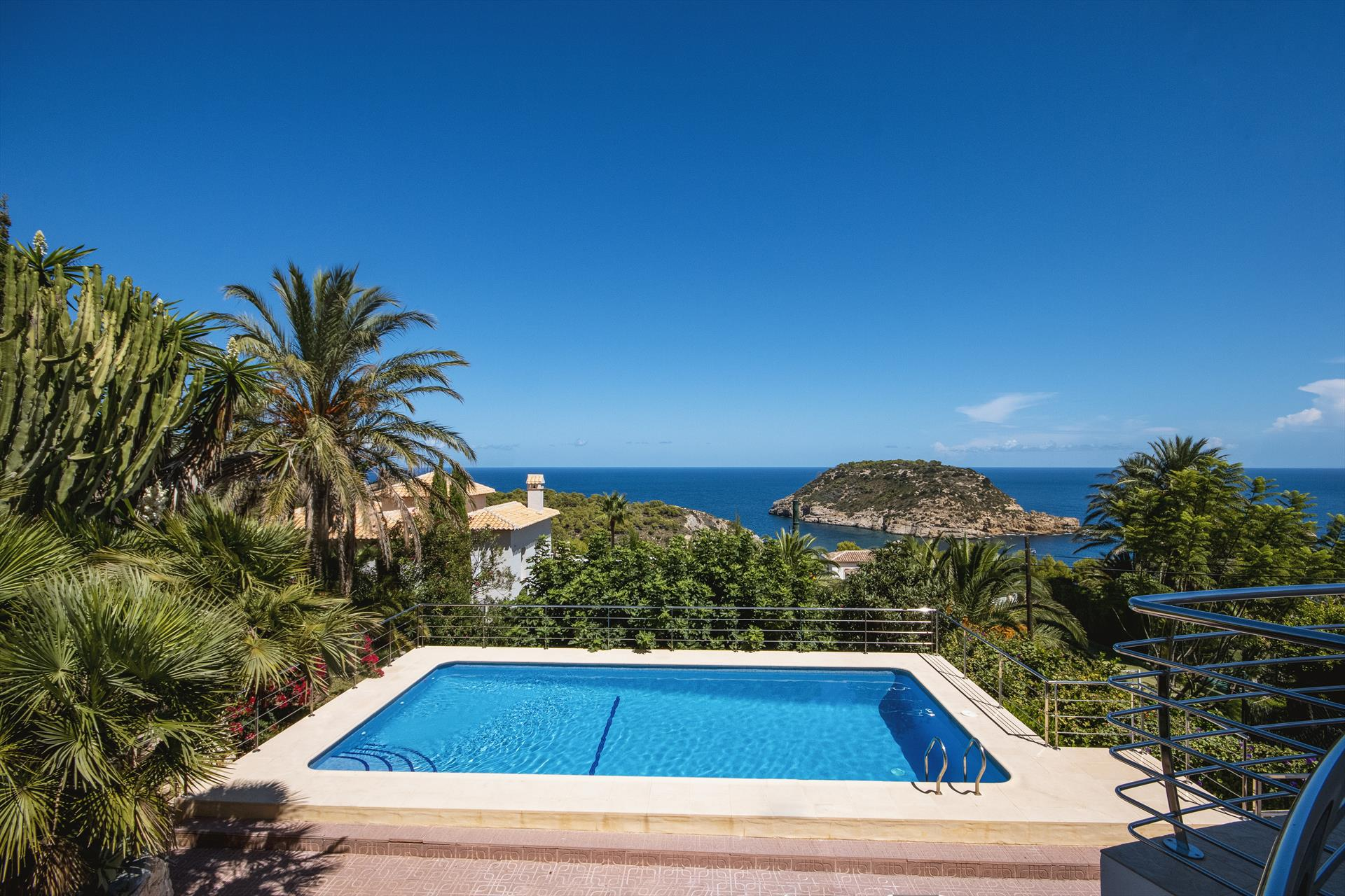 Villa Suria 8 pax, Lovely and comfortable luxury villa  with private pool in Javea, on the Costa Blanca, Spain for 8 persons.....
