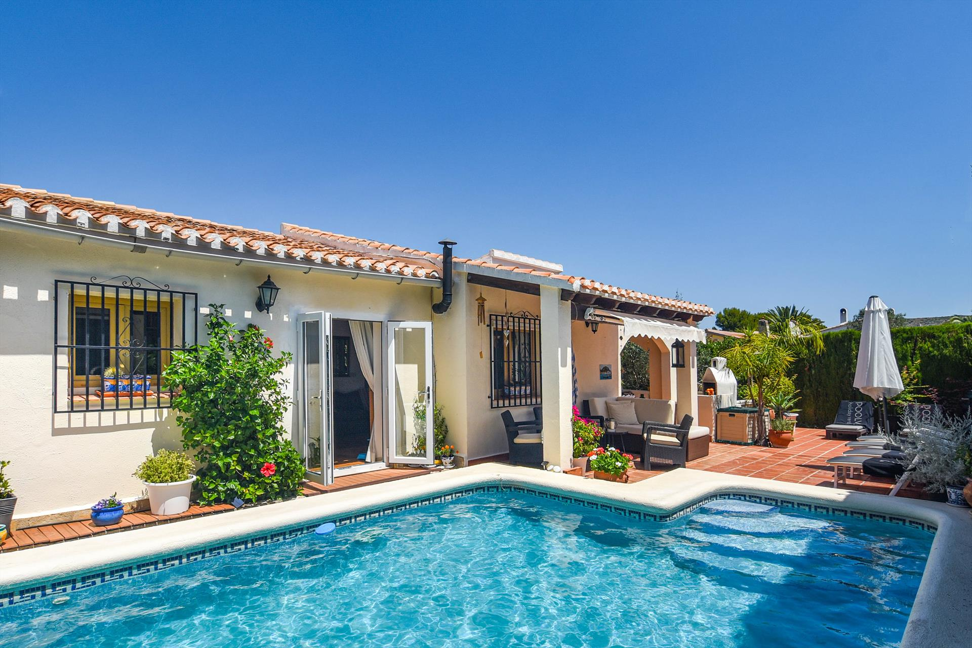 Bella Sella, Beautiful and cheerful villa  with private pool in Denia, on the Costa Blanca, Spain for 6 persons.....