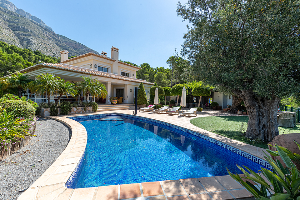 Beauty, Large and comfortable holiday home  with private pool in Altea, on the Costa Blanca, Spain for 8 persons.....