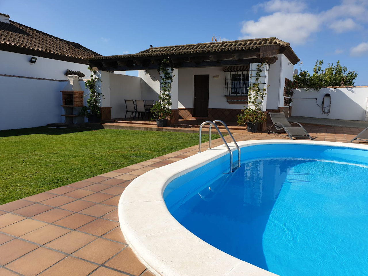 Jacaranda, Beautiful and comfortable apartment in Chiclana de la Frontera, Andalusia, Spain  with private pool for 4 persons.....