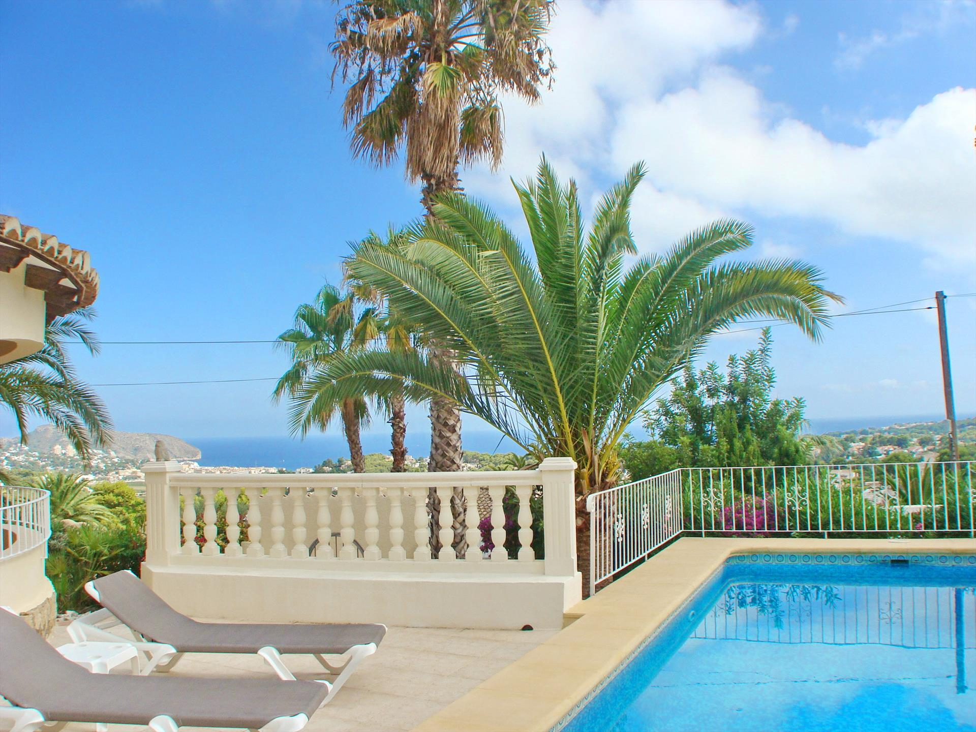 Maravista Solidays, Large and cheerful villa in Moraira, on the Costa Blanca, Spain  with private pool for 7 persons.....