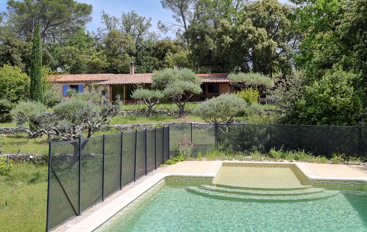 Restanques,Maison de vacances rustique et confortable à Carces , Provence Alpes Cote d'Azur, France  avec piscine privée pour 8 personnes...