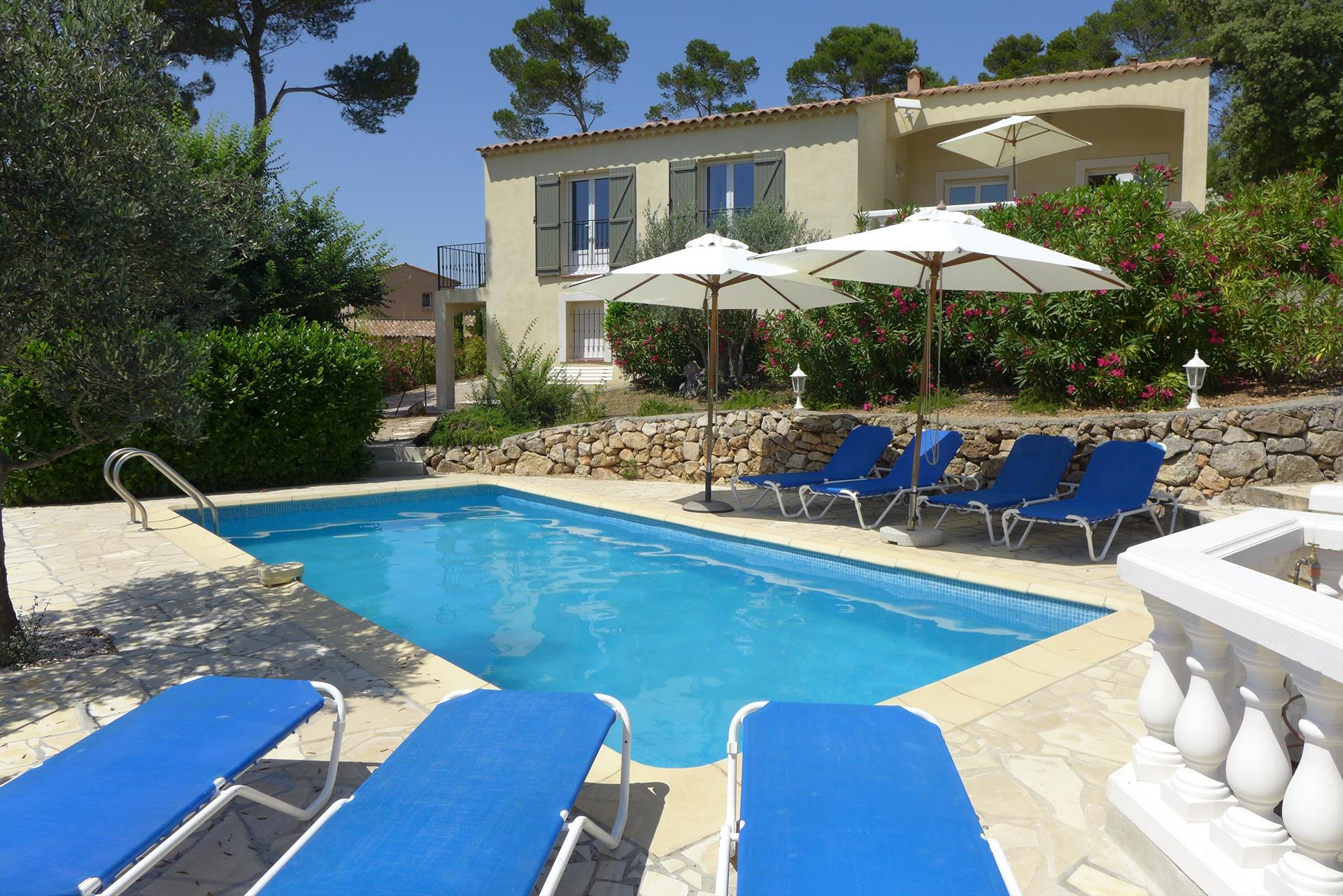 Sygu, Beautiful and comfortable villa  with heated pool in Lorgues, in the Provence, France for 8 persons...