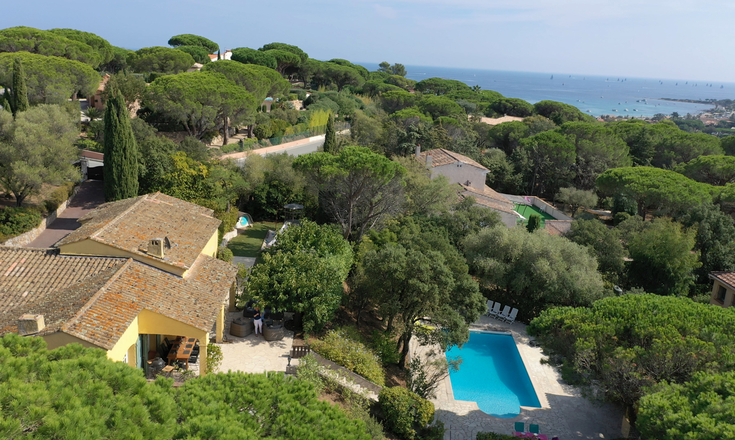 Line, Lovely and comfortable villa in Sainte-Maxime, on the Cote d'Azur, France  with heated pool for 11 persons...
