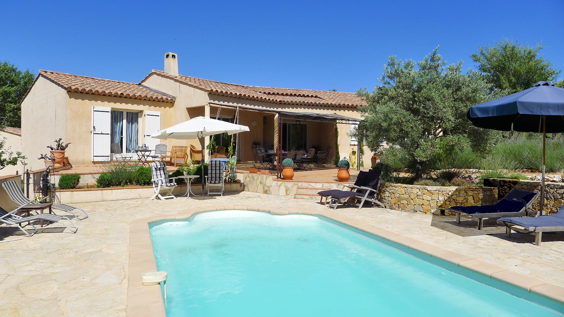 Duca, Beautiful and comfortable villa  with private pool in Aups, in the Provence, France for 6 persons...