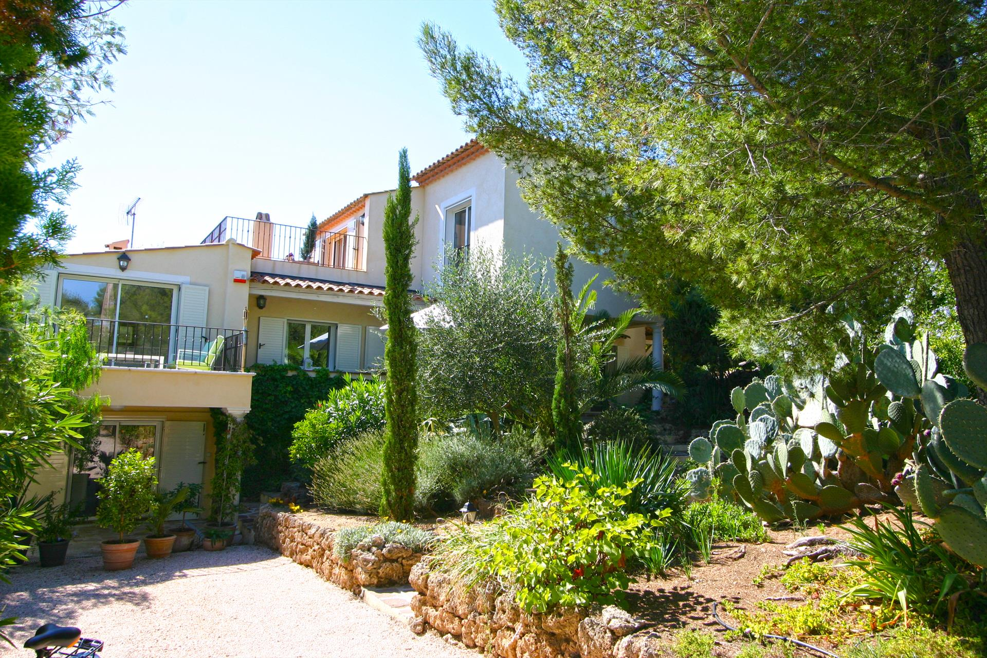 La lezardiere, Beautiful and cheerful holiday home  with private pool in Les Issambres, on the Cote d'Azur, France for 8 persons...