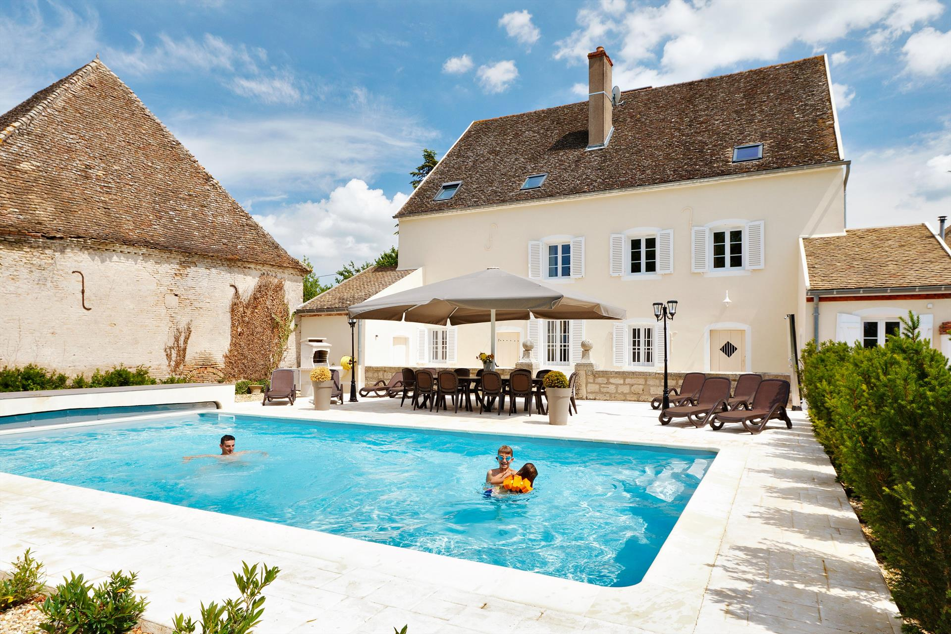 Doub, Country house  with heated pool in Saunieres, Burgundy, France for 12 persons...