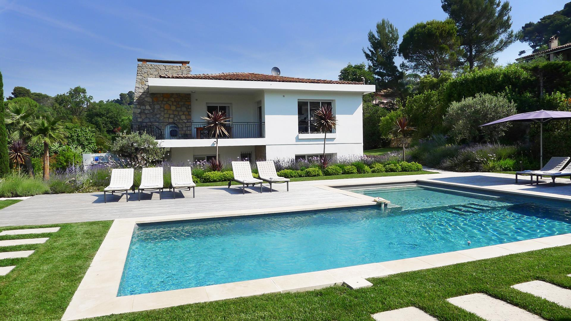 Mougins, Wonderful and  luxury villa  with heated pool in Mougins, on the Cote d'Azur, France for 12 persons...